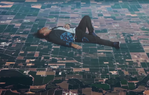 Chris Martin nel nuovo video dei Coldplay