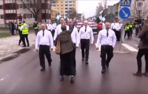 Tess Asplund, da sola contro 300 nazi
