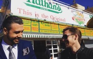 """Mondo Marcio vola in giacca e cravatta a New York per il video di """"Lost In The World"""""""