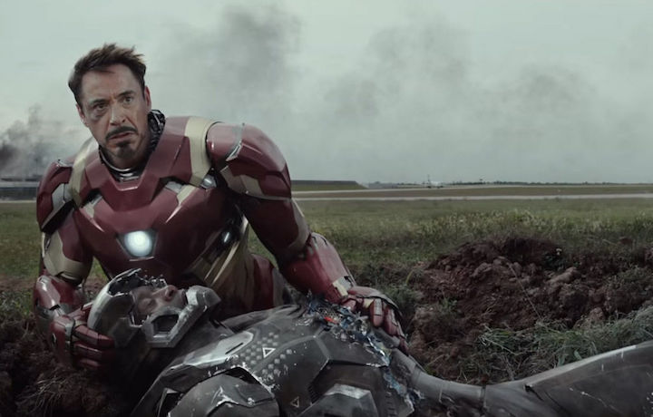 "obert Downey Jr. (51 anni) nei panni di Iron Man, in una scena di Captain America: Civil War. Insieme a lui, il suo alleato James ""Rhodey"" Rhodes (interpretato da Don Cheadle)"