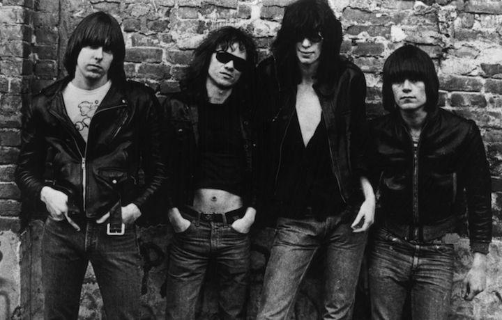 La cover del primo album dei Ramones, uscito nel 1976