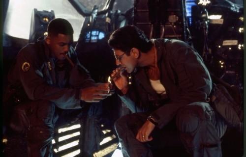 "Jeff Goldblum e Willi Smith in una scena di ""Independence Days"""