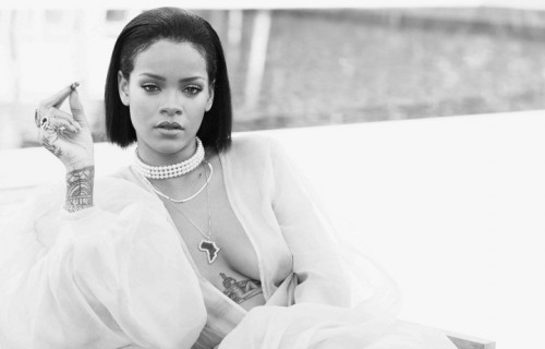 "Una foto dal set di ""Needed Me"" di Rihanna"