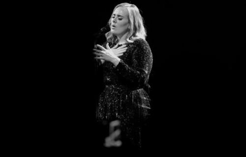 Adele durante una delle tappe del suo tour. Foto: Facebook