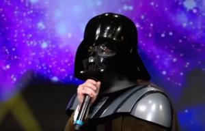Darth Vader interpretato da Francesco Mandelli durante una puntata di EPCC, il programma di Alesandro Cattelan su Sky Uno