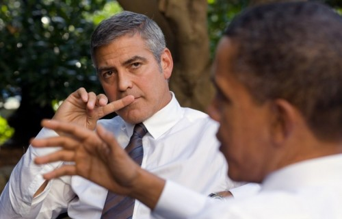 George Clooney in compagnia di Barack Obama. Fonte: Wikipedia