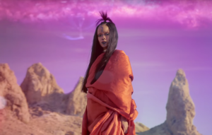 "Rihanna nel video di ""Sledgehammer"""