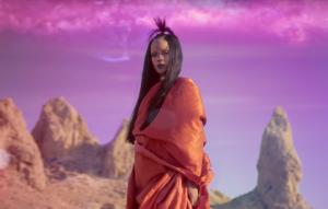 "Rihanna nel video di ""Sledgehammer"""