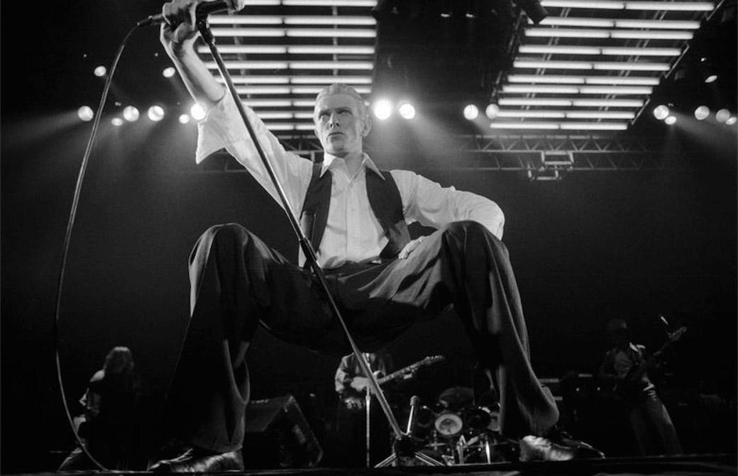 David Bowie live alla Wembley Arena nel 1976 - Foto Michael Putland