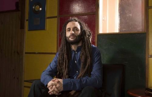 Alberto D'Ascola, noto come Alborosie, ha fondato i Reggae National Tickets nel 1993. Ora vive in Giamaica