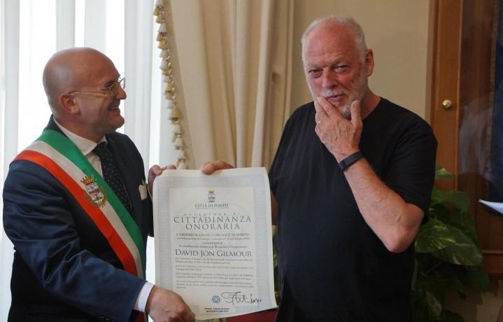 David Gilmour e Ferdinando Uliano, sindaco di Pompei - ANSA/CESARE ABBATE