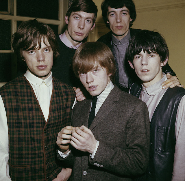 The Rolling Stones nel 1963, da sinistra: Mick Jagger, Charlie Watts, Brian Jones (1942 - 1969), Bill Wyman e Keith Richards. Foto Paul Popper/Popperfoto/Getty Images