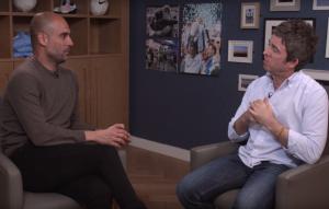 Un frame dell'intervista di Noel Gallagher a Pep Guardiola