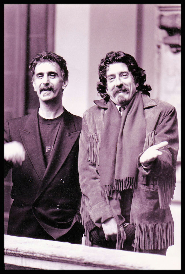 Frank Zappa e Fabio Treves nel 1988. Foto di Maki Galimberti