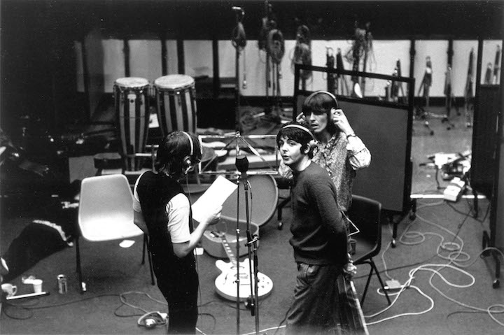"""I Beatles agli Abbey Road Studios durante la registrazione di """"Hey Jude"""", foto di Tony Bramwell / Photoshot / Agenzia Sintesi"""