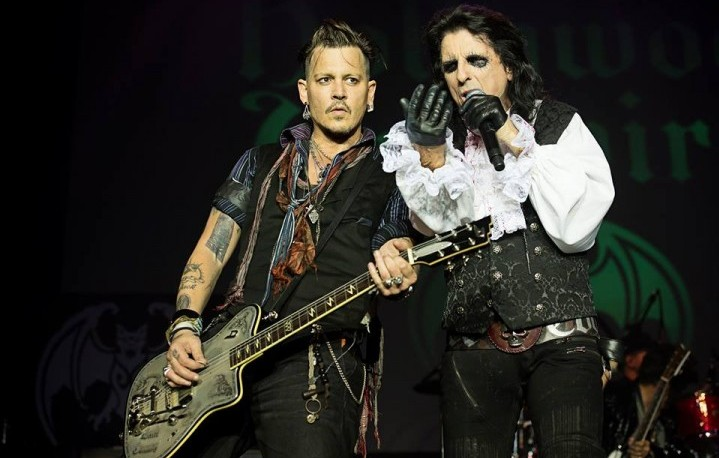 Johnny Depp e Alice Cooper sul palco con gli Hollywood Vampires - Foto via Facebook