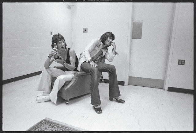 Mick Jagger e Keith Richards nel 1972. Foto Ethan Russel