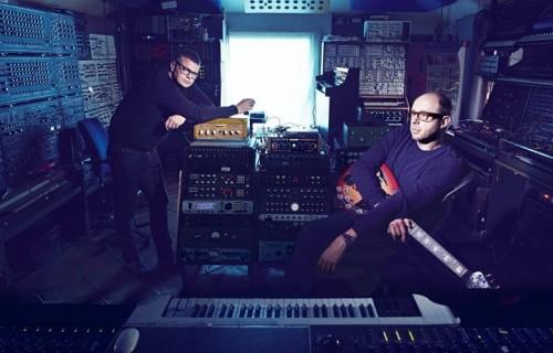 Ed Simons e Tom Rowlands nel loro studio. Foto: Stampa