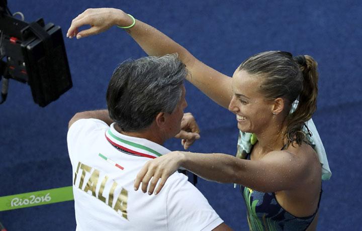 Tania Cagnotto e il padre Giorgio, il suo allenatore. Foto REUTERS/Stefan Wermuth