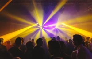 Clubbing e droghe: i casi di Riccione e Londra