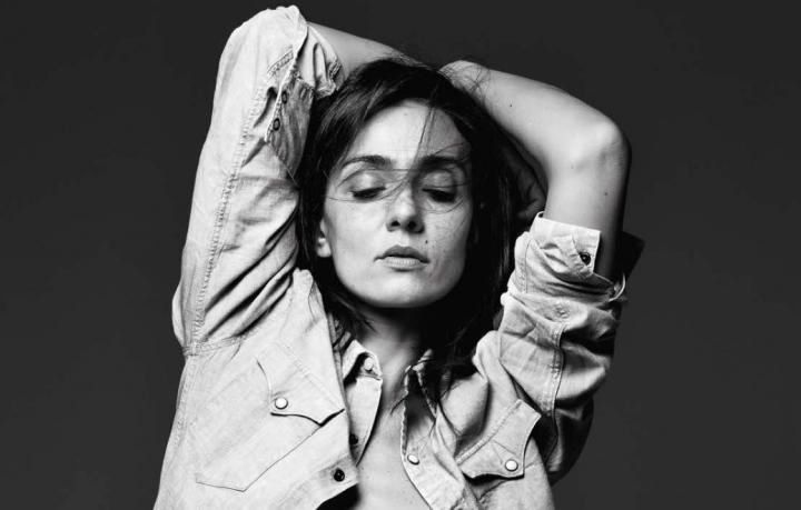 Cantante, conduttrice, attrice, Ambra Angiolini (22 aprile 1977) ha condotto Non è la Rai nelle stagioni 1993/1995. Foto: Gianluca Fontana