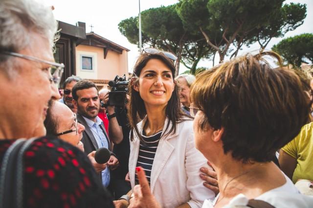 Virginia Raggi nel quartiere di Quarto Miglio, Roma. Foto Kimberley Ross