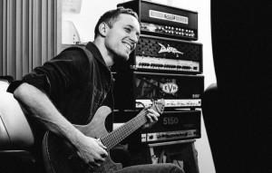 Addio a Tom Searle, il chitarrista degli Architects morto di cancro a soli 28 anni