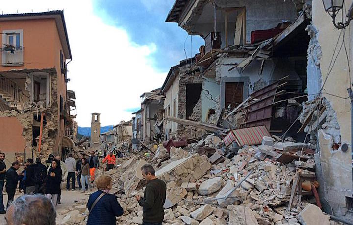 Sisma: Amatrice devastata, foto ANSA/ ALBERTO ORSINI