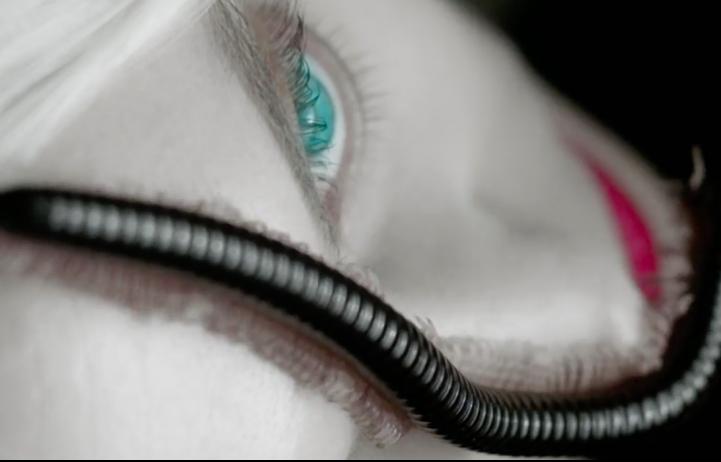 Un frame di uno dei sei nuovi mini trailer di American Horror Story S6