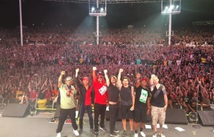 Dave Grohl sul palco con i Prophets of Rage