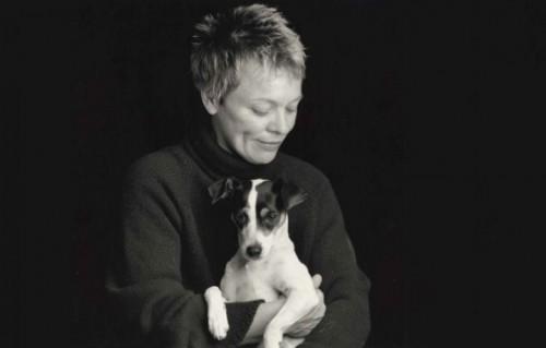 Laurie Anderson con il suo cane Lolabelle - Foto Stampa