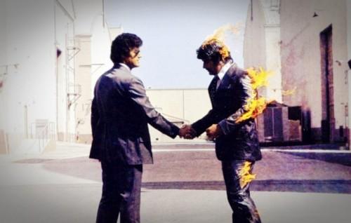 """Un dettaglio della copertina di """"Wish You Were Here"""", il nono album dei Pink Floyd"""