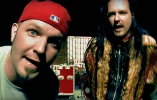 "Fred Durst e Jonathan Davies nel video di ""Break Stuff"" dei Limp Bizkit"