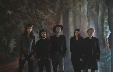 I The Veils sono Finn Andrews, Sophia Burn, Raife Burchell, Dan Raishbrook e Uberto Rapisardi - Foto Stampa