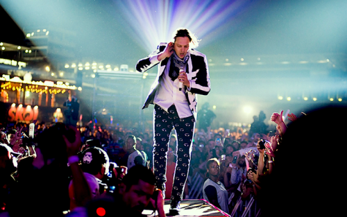 Win Butler degli Arcade Fire, foto via Facebook, courtesy of http-::ihateflash.net: