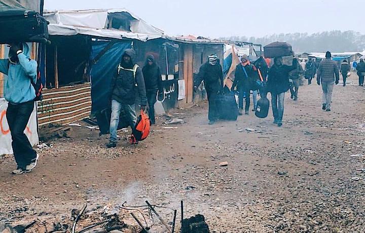 "La ""Giungla"" di Calais, foto via World Wide Tribe Facebook"