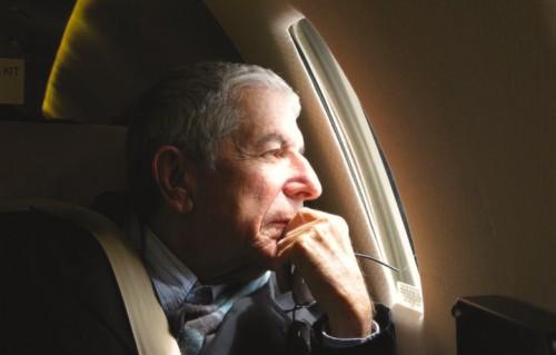 Un anno senza Leonard Cohen, in 8 canzoni
