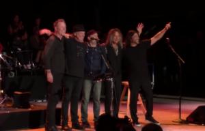 I Metallica suonano con Neil Young per un evento benefico