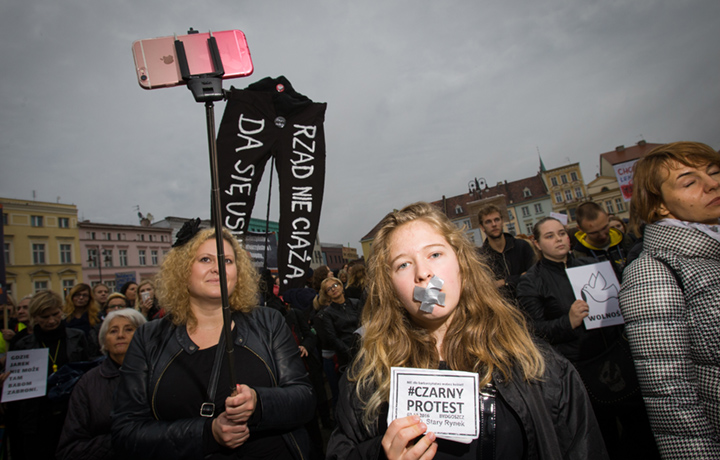 Una immagine dalla #czarnyprostest a Bydgoszcz, foto: Jaap Arriens/NurPhoto