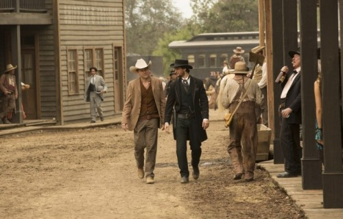 """Ben Barnes e Jimmi Simpson in una scena di """"Westworld"""", la nuova serie prodotta da JJ Abrams in onda su Sky Atlantic"""