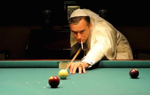 Jude Law nei panni del Papa. Foto: Gianni Fiorito