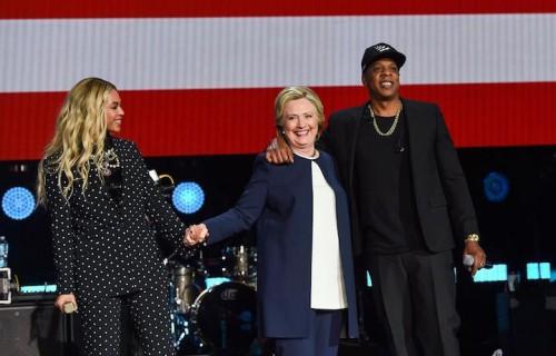 Beyonce, Hillary Clinton e Jay Z a Cleveland, foto via Facebook