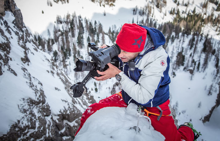 Thierry Donard sulle Dolomiti per filmare i voli in wingsuit
