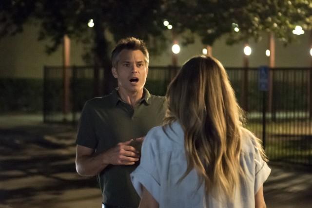 """Timothy Olyphant e Drew Barrymore nelle prime immagini di """"Santa Clarita Diet"""", la nuova serie in uscita il 3 febbraio 2017 su Netflix"""