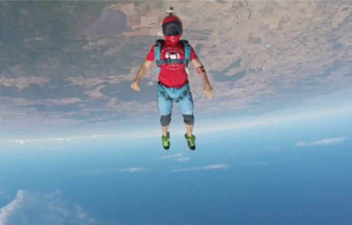 Sandro Bigozzi, istruttore di paracadutismo