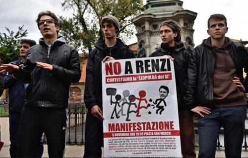 Firenze, manifestazione contro la Leopolda 2016. Foto Ansa.