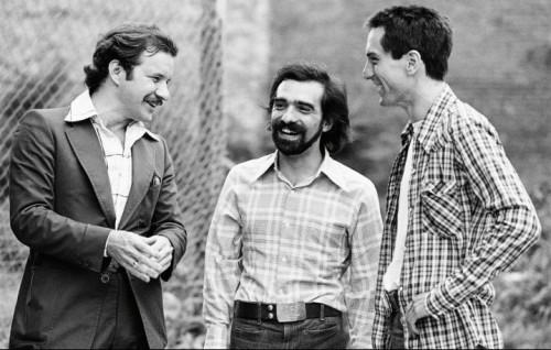 Ai tempi di Taxi Driver (1976): da sinistra, Schrader, Scorsese e De Niro (qui a fianco, nei panni di Travis Bickle). Dog Eat Dog di Schrader esce in Usa l'11 novembre