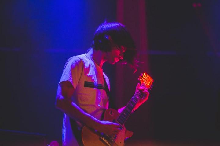 Jonny Greenwood sul palco coi Junun. Tutte le foto di Kimberley Ross
