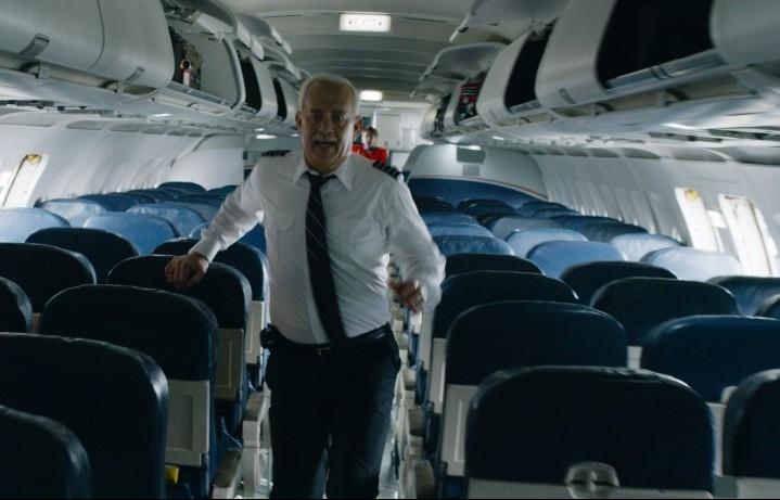 """Tom Hanks nei panni di Chesley """"Sully"""" Sullenberger, capitano dell'Airbus 1549, che il 15 gennaio 2009 rischiò di schiantarsi contro i grattacieli di Manhattan. Sully è nei cinema italiani dall'1 dicembre"""