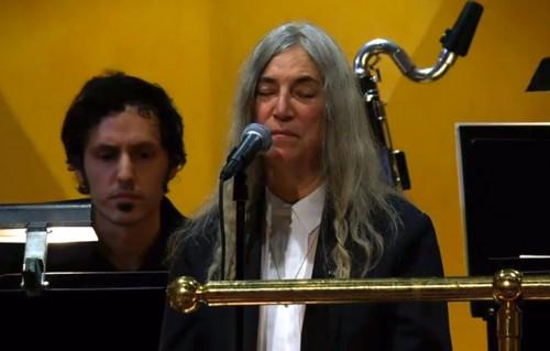 Patti Smith ha cantato per Bob Dylan alla premiazione dei Nobel